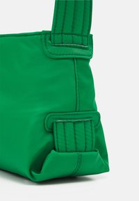 HVISK - SCAPE RECYCLED - Handbag - grass green - 3