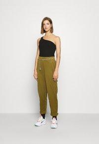 Nike Sportswear - W NSW SWSH - Trousers - olive flak - 1