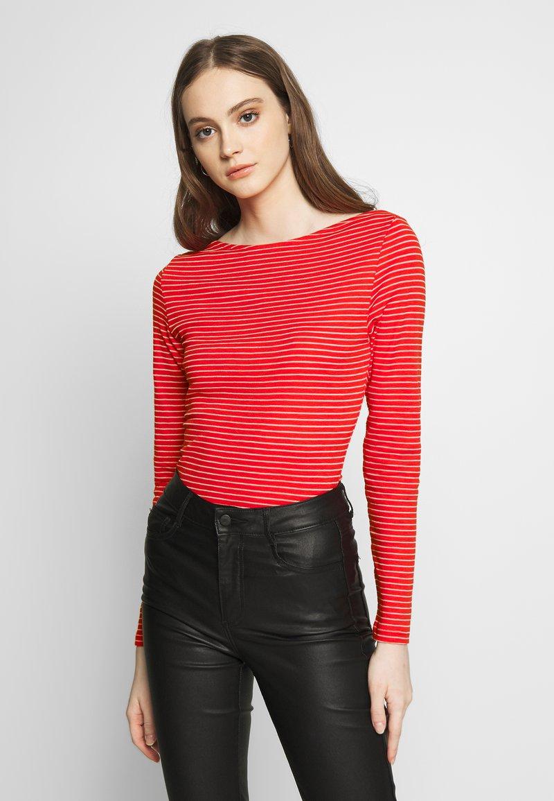 Vero Moda - VMGERI BOATNECK - Camiseta de manga larga - high risk red