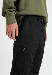PULL&BEAR - Cargo trousers - mottled black - 4