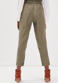 BONOBO Jeans - MIT HOHER TAILLE - Stoffhose - vert kaki - 2