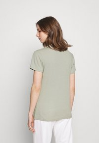 Cotton On - CLASSIC MICKEY - T-shirt con stampa - light sage - 2
