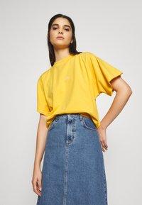 Won Hundred - BROOKLYN EXCLUSIVE - Print T-shirt - yolk yellow - 3