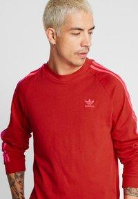 adidas Originals - Långärmad tröja - scarlet - 5