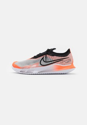 COURT REACT VAPOR NXT - Multicourt tennis shoes - white/black/hyper crimson/volt