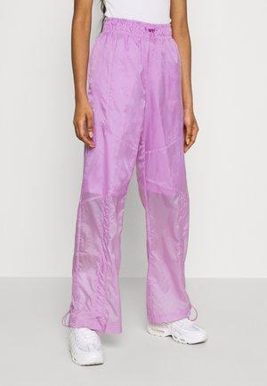 STREET PANT - Pantaloni - violet shock/white