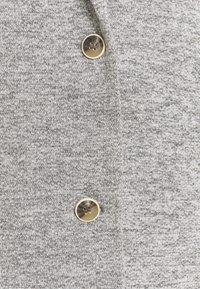 ONLY Tall - ONLCARRIE LIFE COAT - Klasický kabát - light grey melange - 6