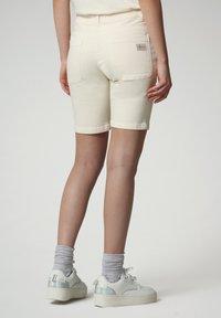 Napapijri - Denim shorts - new milk - 2