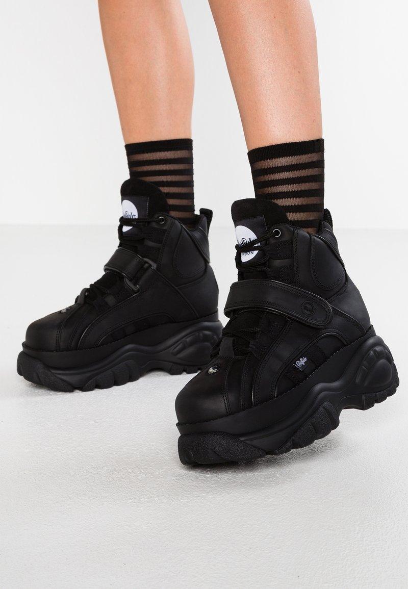Buffalo London - Höga sneakers - black