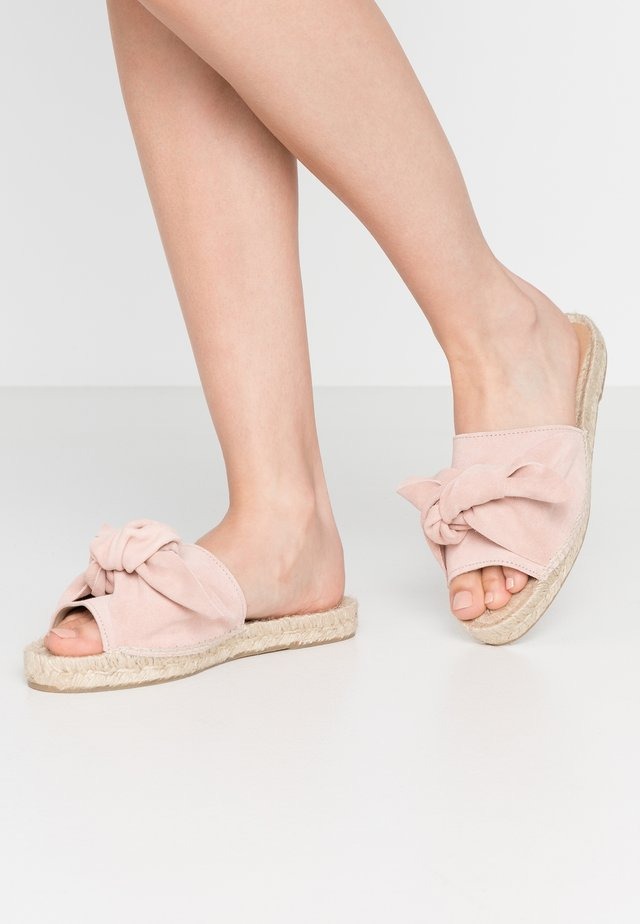 KNOT FLAT - Matalakantaiset pistokkaat - light pink