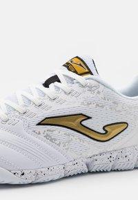 Joma - LIGA 5 - Indoor football boots - white/gold - 5