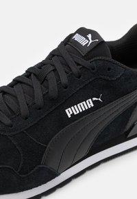Puma - ST RUNNER UNISEX - Sneakersy niskie - black - 5