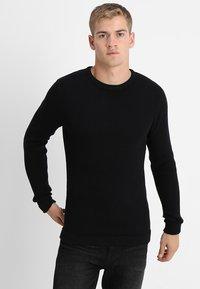 Selected Homme - SLHVICTOR CREW NECK - Stickad tröja - black - 0