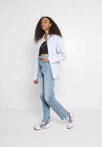 Tommy Jeans - JULIE - Straight leg jeans - denim light - 1