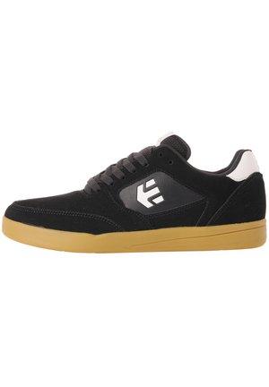 VEER - Sneakers laag - navy/gum/white