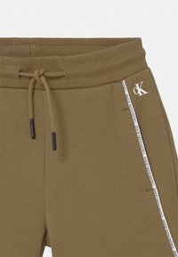 Calvin Klein Jeans - LOGO PIPING - Shorts - green - 2