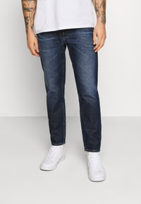 Tommy Jeans - DAD JEAN STRAIGHT - Jeans straight leg - dark-blue denim - 0