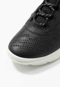 ECCO - ST.1 LITE - Sneakersy niskie - black - 2
