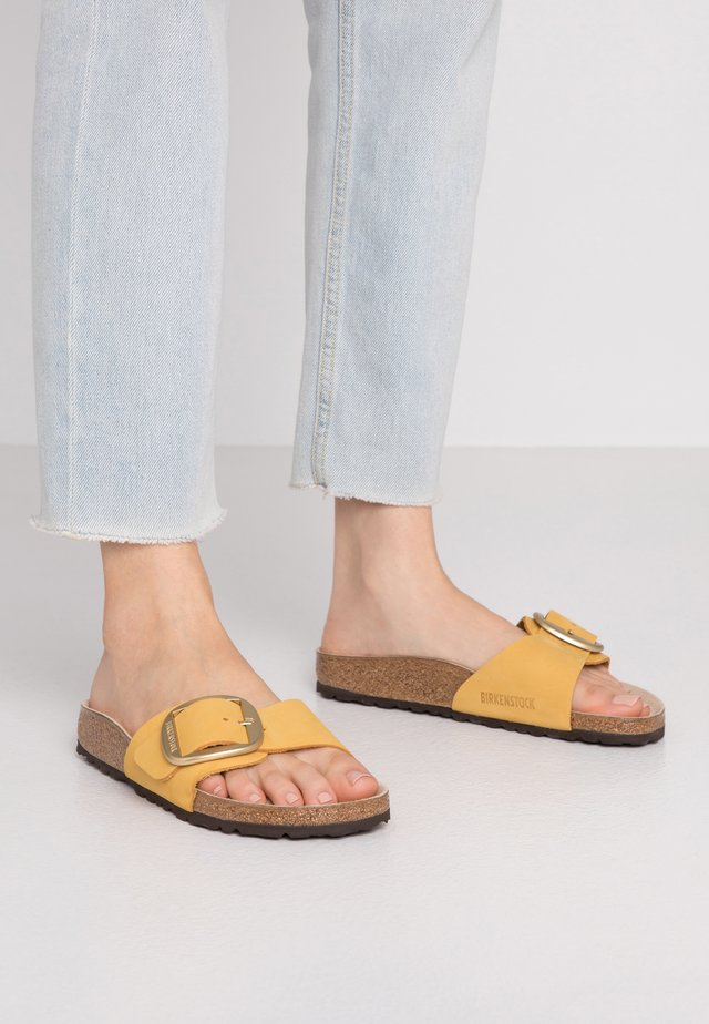 MADRID BIG BUCKLE - Slippers - ochre