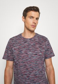 TOM TAILOR - Print T-shirt - navy/neon space - 3