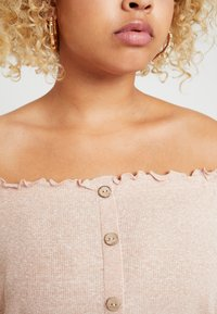 New Look Curves - SNOWY BARDOT - Print T-shirt - nude - 3