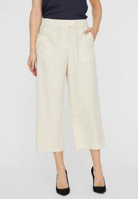 Vero Moda - HOSE HIGH WAIST CULOTTE - Trousers - birch - 0
