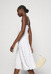 Abercrombie & Fitch - PRINT MIDI DRESS - Day dress - white grounded - 3