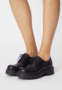 Koi Footwear - VEGAN VENT CLASSIC  - Snøresko - black - 0