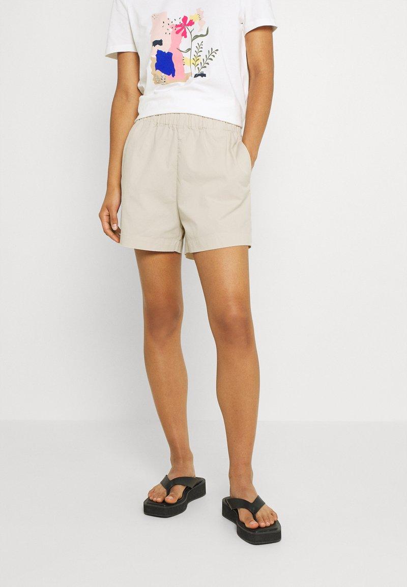 JDY - JDYMAGGIE LIFE PAPER NEW - Shorts - tapioca