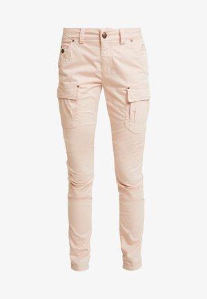 CHERYL CARGO REUNION PANT - Cargo trousers - rose