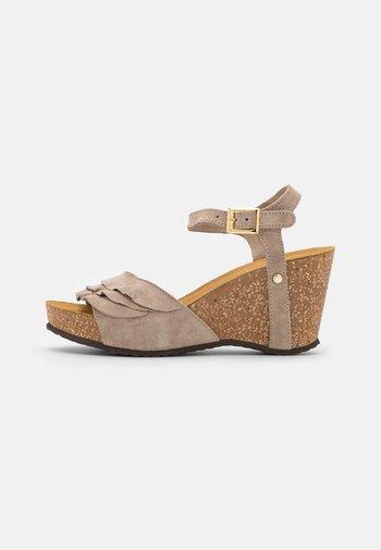 ELVIRA  - Sandalen met plateauzool - beige