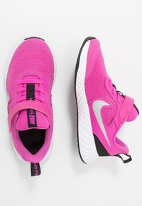 Nike Performance - REVOLUTION 5 UNISEX - Scarpe running neutre - active fuchsia/metallic silver/black - 1