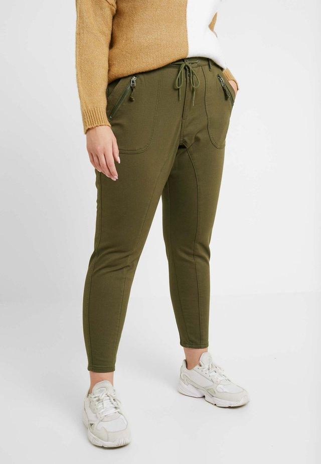 PANTS - Kangashousut - ivy green