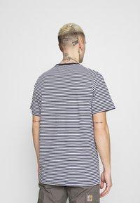 Tommy Jeans - CLASSICS STRIPE TEE - T-shirt z nadrukiem - blue - 2