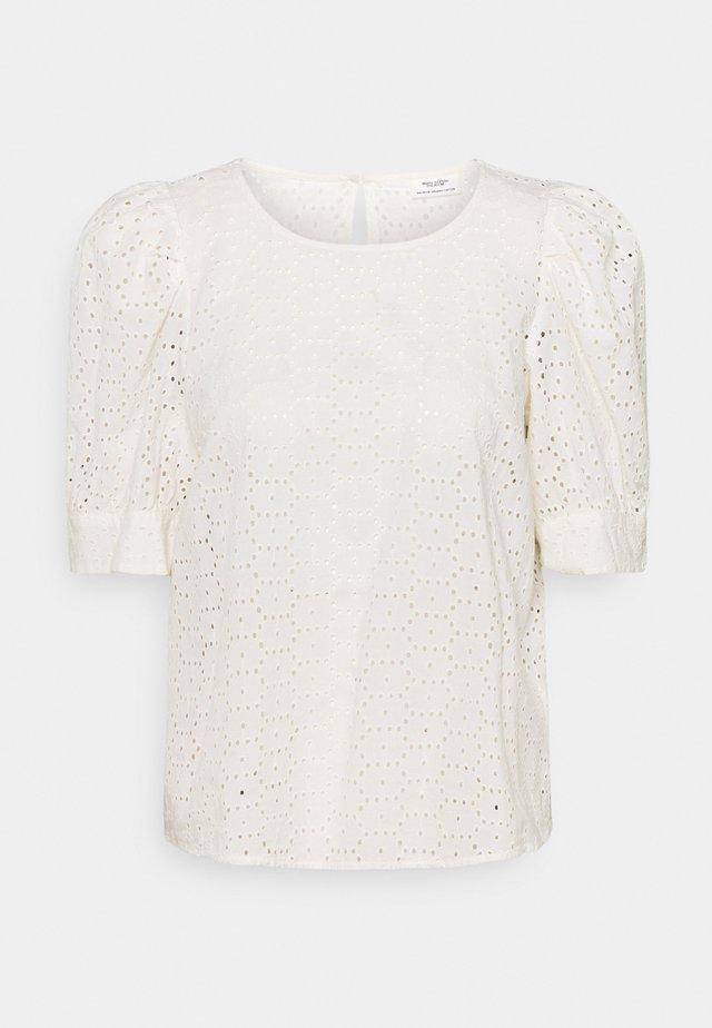 BLOUSE PUFF SLEEVE BRODERIE ANGLAISE - T-shirt print - scandinavian white
