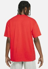Nike Sportswear - TEE PREMIUM ESSENTIAL - T-shirt - bas - chile red - 2