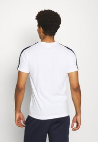 Lacoste Sport - Printtipaita - white/navy blue - 2