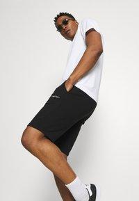 Calvin Klein - SMALL LOGO - Shorts - black - 3