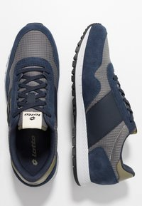 Lotto - RUNNER PLUS - Neutral running shoes - cool gray/all black/dark blue - 1