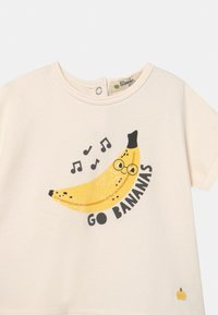 The Bonnie Mob - PERCY UNISEX - Print T-shirt - white/yellow - 2