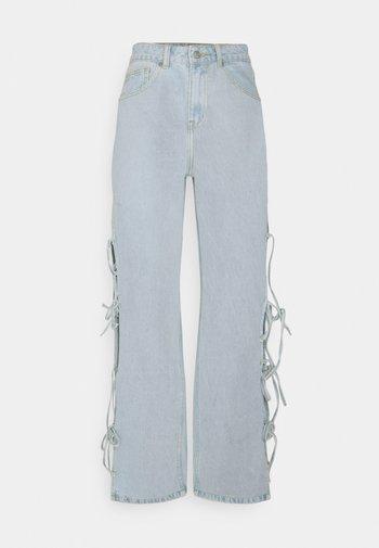 TWINE - Flared Jeans - stonewash