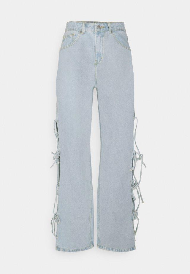 TWINE - Jeans a zampa - stonewash