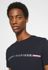Tommy Hilfiger - MINI STRIPE - Print T-shirt - blue - 3
