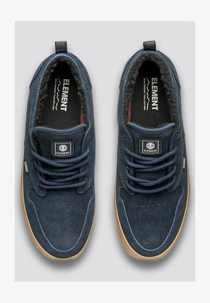 Trainers - navy gum
