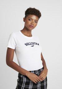 Hollister Co. - MEET GREET LOGO TEE - Print T-shirt - white - 0