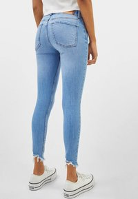 Bershka - LOW WAIST - Jeans Skinny Fit - blue - 2