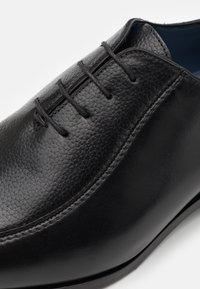Brett & Sons - Stringate eleganti - natur noir/natimp - 5