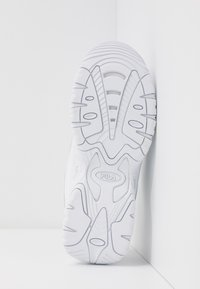 Fila - STRADA - Sneakersy niskie - white - 6
