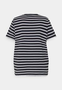 Tommy Hilfiger Curve - TEE REGULAR FIT FLAG - Print T-shirt - desert sky/white - 1