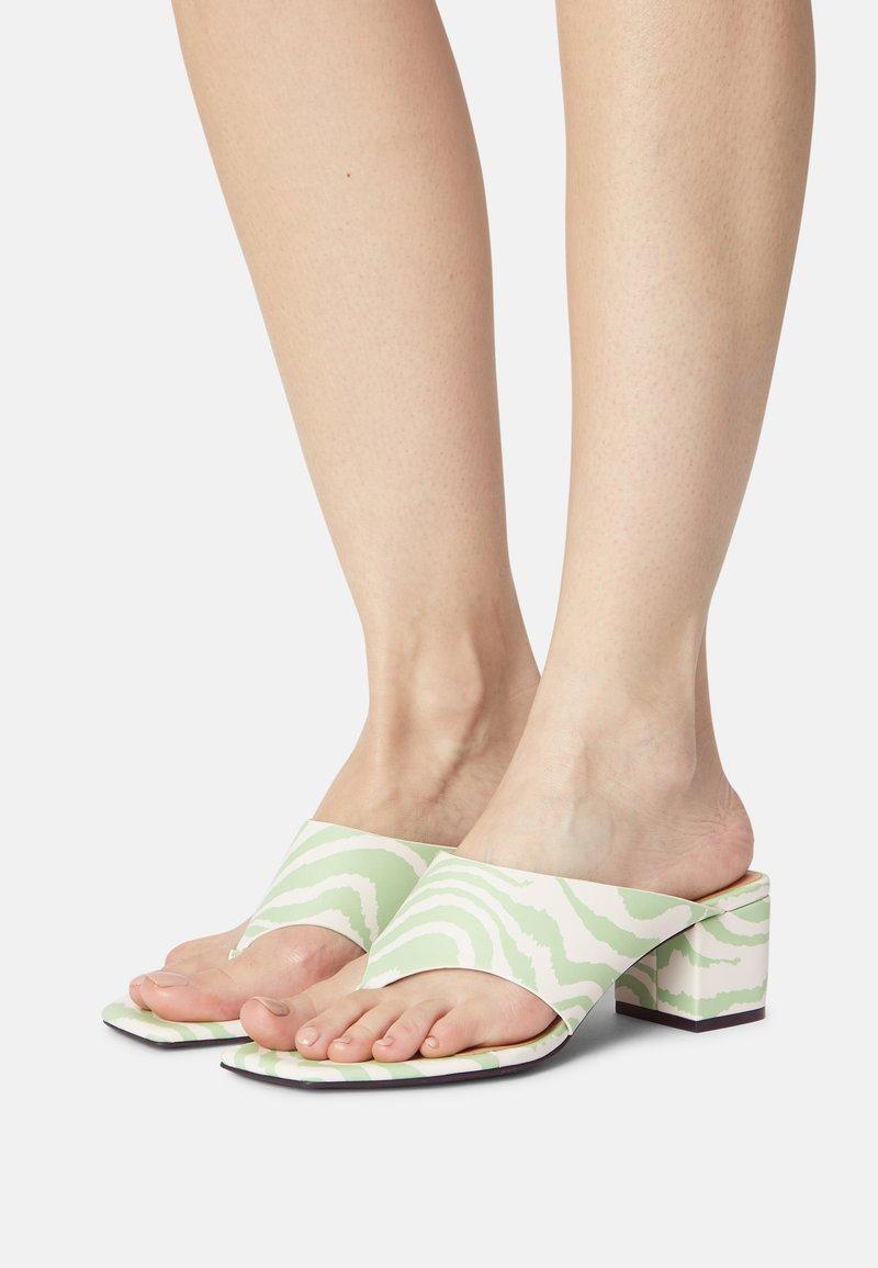 Monki - T-bar sandals - green dusty light